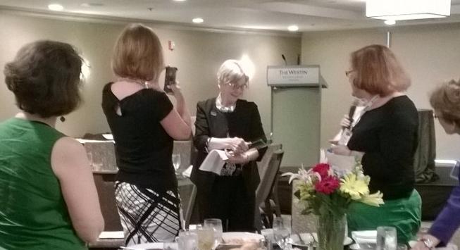 Dr. Patricia H. Murrell receives the Karen Thorson Award.